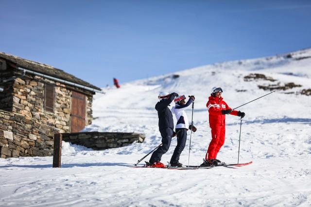 forfait de ski materiel de ski et snowboard  cours activites les menuires