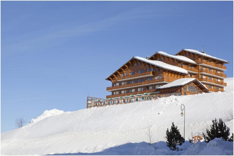 01-ours-blanc-hotel-spa-fa-ade-637
